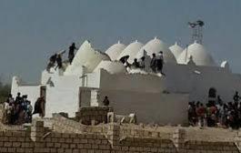 القاعدة تفجر ضريح أثري في البيضاء عمره أكثر من 800 عام