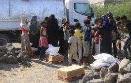 في استجابة عاجلة الهلال الأحمر الإماراتي يقدم مساعدات إنسانية وإيوائية للمواطنين المتضررين من قصف الحوثي على مدينة المخا