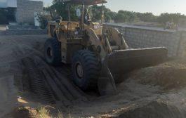 مكتب التربية والتعليم لحج يسلم المقاولين مواقع بناء فصول في الصلولي ومغرس ناجي