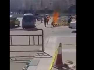 مواطن يمني يشعل النار في نفسه على ابواب الرئاسة بصنعاء