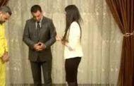 بالفيديو: فتاة يزيدية التقت بمغتصبها الداعشي بعد مرور 4 سنوات..قبل انهيارها وسقوطها ارضآ