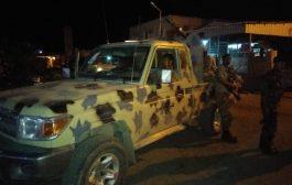 أمن لحج يلقي القبض على مطلوب أمني في مدينة الحوطة..وإصابة جنديين في الاشتباك