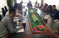 نائب وزير النقل يتفقد سير العمل بمطار عدن الدولي