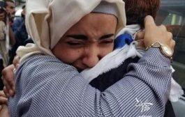 بالفيديو… لحظات مؤثرة لوصول معتقل في سجون الحوثيين إلى أهله بتعز