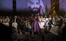 هيئة الترفيه السعودية تكرم الفنانة أحلام بدرع من ذهب