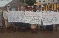 لليوم الثالث: أفراد وضباط اللواء الثاني مشاه بحري معتصمين امام معاشيق