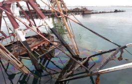 وزارة الثروة السمكية : تنفي وجود أثر بيئي لتسرب مواد نفطية ووقود في ميناء الصيد بالتواهي