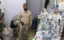 الحزام الأمني يعيد 6000 كتاب مدرسي بعد سرقتها من أحدى مدارس الشيخ عثمان