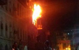 عدن: تشهد كارثة بحريق حي الحسين بكريتر