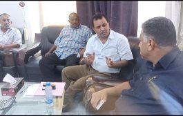 أمين محلي عدن يطلع على الإشكاليات التي تواجه نشاط أكثر من 23 مكتب بريد بالمحافظة
