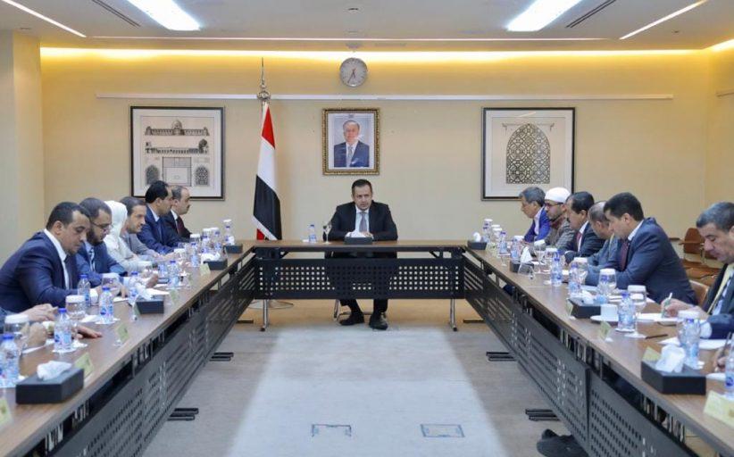 رئيس الوزراء يرأس اجتماع تشاوري للوقوف امام التطورات والمستجدات على الساحة الوطنية