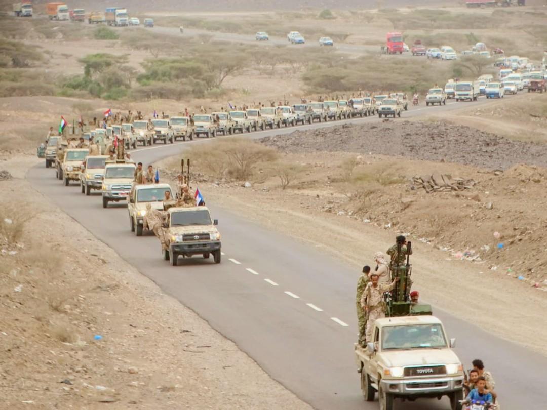 القائد النوبي يدفع بتعزيزات عسكرية كبيرة من قوات اللواء الخامس دعم وإسناد صوب عدن وابين