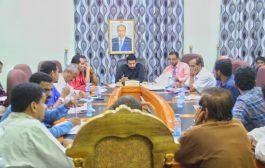 محافظ شبوة يعقد اجتماعاً للجنة الطوارئ لمواجهة فيروس كورونا