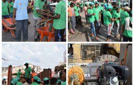 مؤسسة يد بيد تواصل حملات النظافة بمختلف مديريات العاصمة المؤقتة عدن