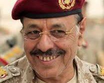 خبراء بارزون: علي محسن الأحمر ارتبط بتنظيم القاعدة والجميع لا يثق فيه