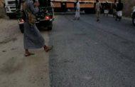 شاحنة كبيرة تتسبب في قطع الطريق بين محافظتين وخروج محطة حريب عن الخدمة