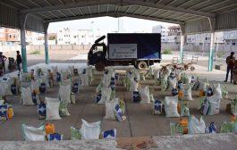 مؤسسة الهجرة تدشن توزيع السلة الغذائية للأسر الفقيرة بعدن