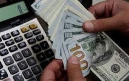 شركات الصرافة بعدن توقف التعامل بالدولار وتكشف السبب..!