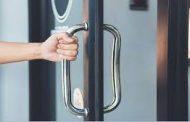 خبيرة تكشف عن تطوير طلاء مضاد للفيروسات المعدية لمقابض الأبواب!