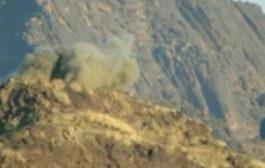 مدفعية القوات المشتركة تدك مواقع المليشيات في جبهة البرح وتدمر مخزن ذخيرة
