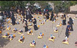 تدشن المرحلة الخامسة من مشروع توزيع السلة الغذائية للأيتام في عدن