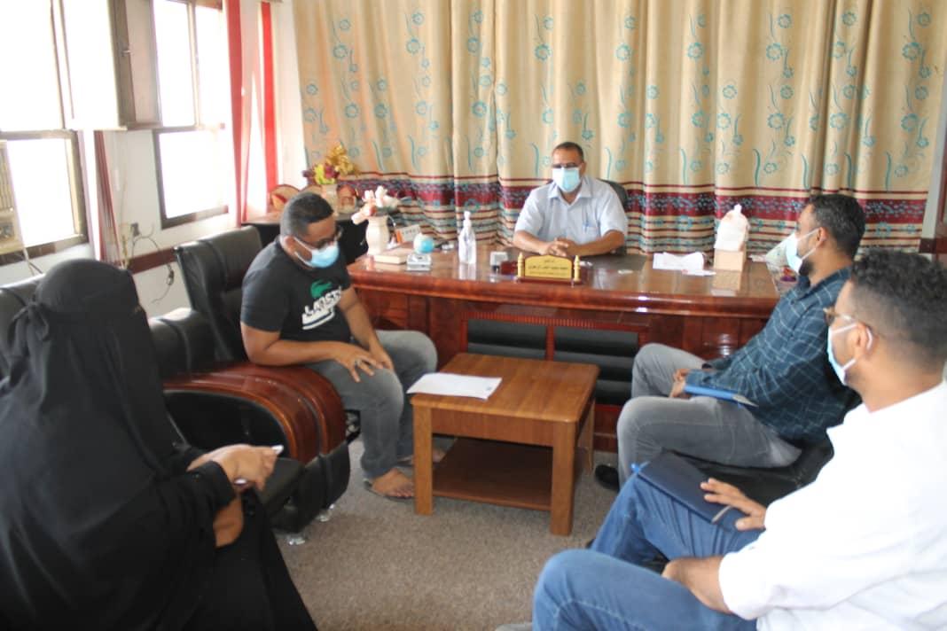 مدير مكتب التربية لحج.. يلتقي فريق مشروع بوابة التعليم بمنظمة رعاية الاطفال