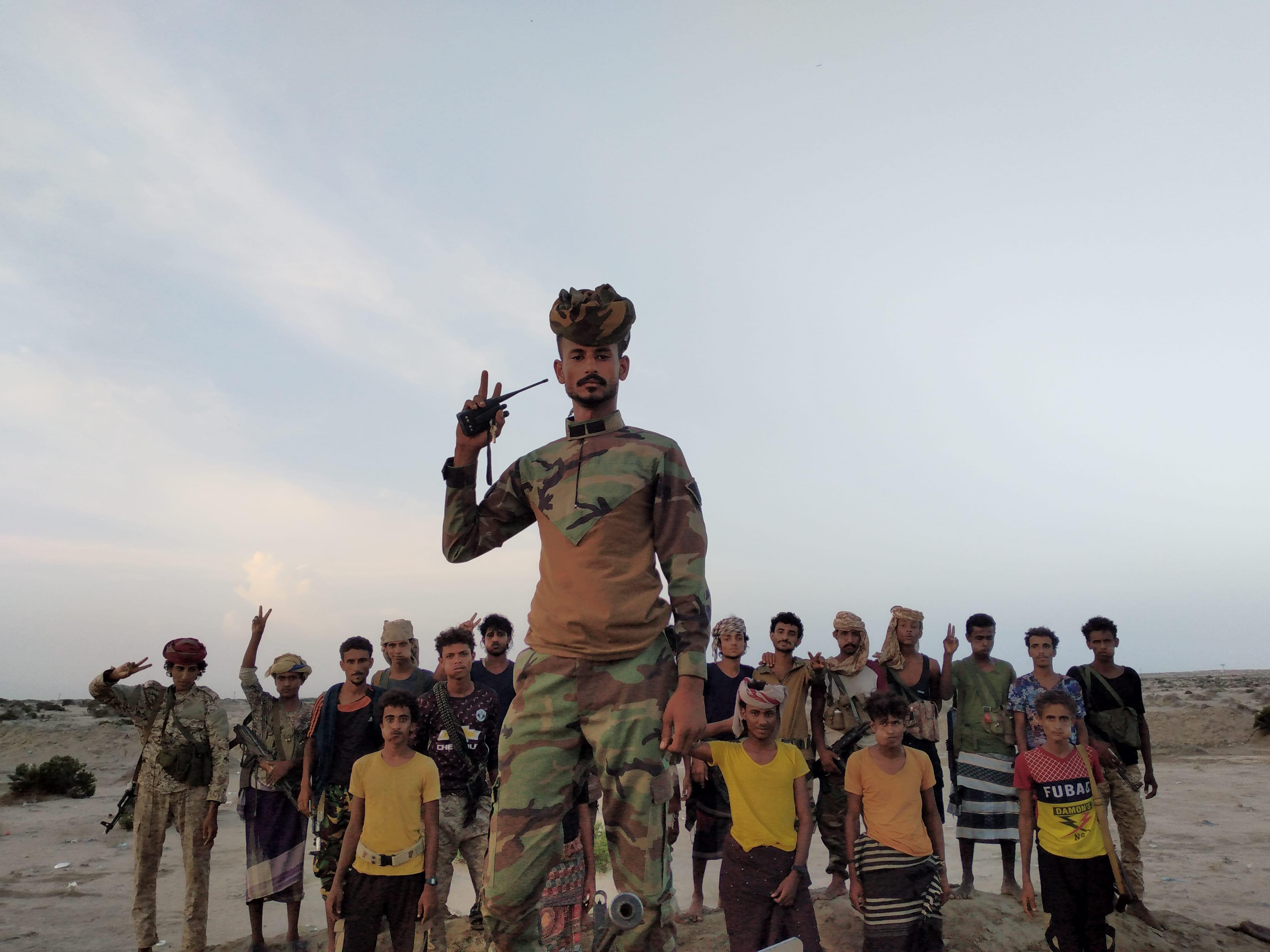 جنود الصاعقة وحزام الحواشب وطقوس العيد في جبهات العزة والكرامة بمحور أبين
