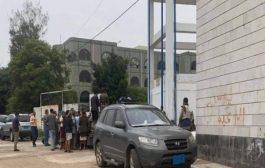 اغلاق مستشفى الثورة بإب عقب قيام القيادي الحوثي بالإعتداء على الطاقم الطبي