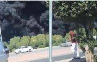 حريق هائل في طريق الجهراء بالكويت