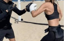 الحسناء شارابوفا تمارس الملاكمة
