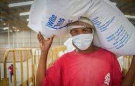 برنامج الأغذية العالمية يشكو عرقلة الحوثي ..ويشير إلى فقدان العملة ٢٥ من قيمتها