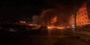 بسبب الكهرباء والمياه ..محتجون يقطعون خط رئيسي في عدن