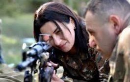 زوجة رئيس وزراء أرمينيا تحمل السلاح لحماية حدود بلادها