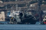 اليونان: تصادم كاسحة ألغام وسفينة حاويات قبالة ميناء بيريوس