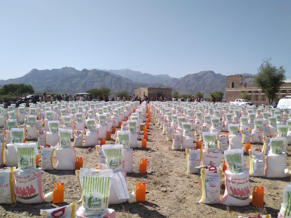 تدشين توزيع السلة الغذائية للاسر النازحة والمتضررة في عدة مناطق بالضالع