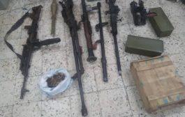 الحزام الأمني في عدن يضبط طقماً عسكرياً على متنه اسلحة وذخائر