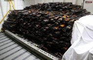 عبر تاجر ينقل السلاح للقاعدة وداعش.. السعودية تصادر شحنة أسلحة كانت في طريقها للحوثيين