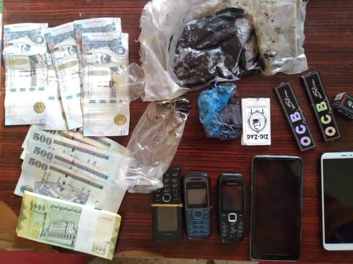 الأجهزة الأمنية في مديريتين بحضرموت تلقي القبض على متعاطي للمخدرات