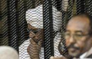 نقل الرئيس السوداني الأسبق من السجن للمستشفى ..وغموض حول صحته