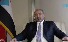 رئيس المجلس الانتقالي الجنوبي يدلي بتصريح فور وصوله إلى موسكو