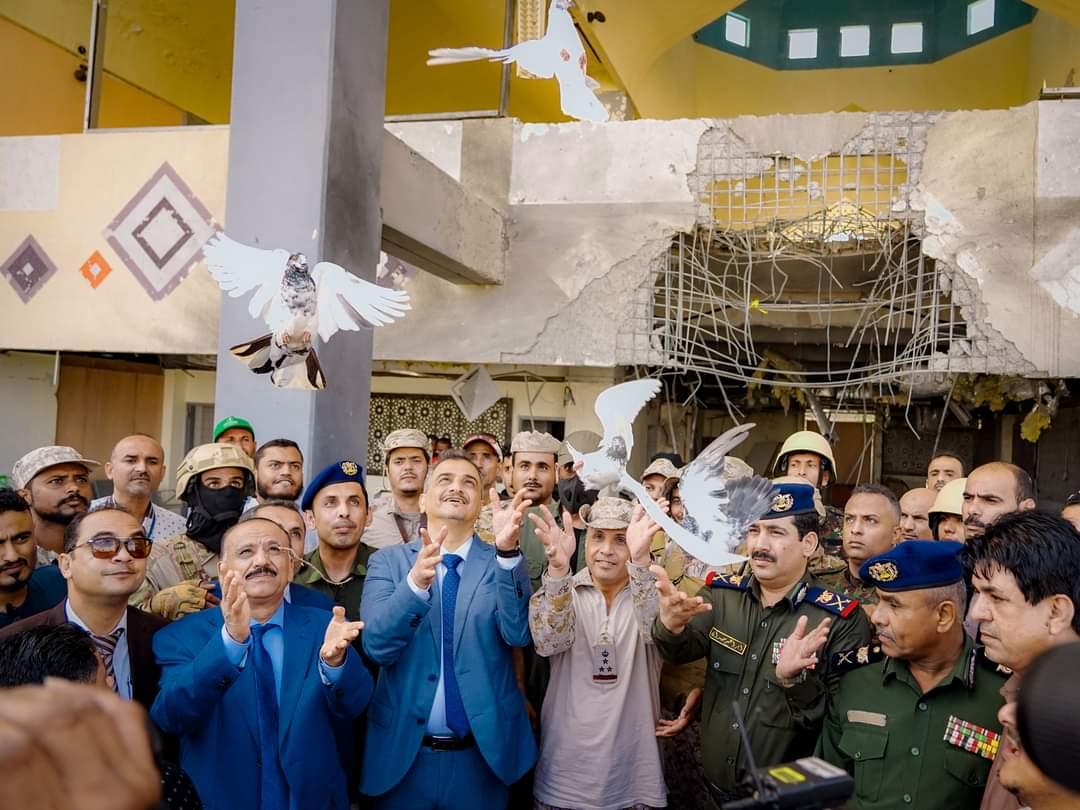 إطلاق حمامات السلام في تدشين استئناف النشاط الملاحي بمطار عدن الدولي
