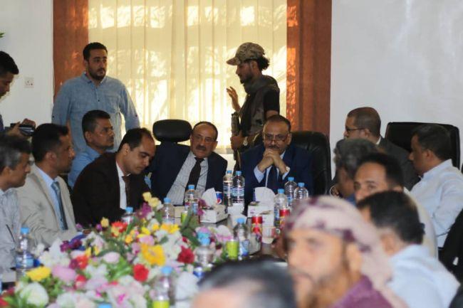 وزير النقل يطلع على نشاط ميناء المعلا ويناقش سبل تطويره