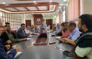 اجتماع بإدارة أمن عدن يقر رفع اضراب سائقي الشاحنات في ميناء المعلا