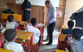 مدير مكتب التربية والتعليم بمحافظة لحج يزور مخيم النازحين ويوعد بتذليل الصعوبات