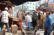 محلي خورمكسر ينفذ حملة إزالة للاكشاك العشوائية في أحد شوارع المديرية