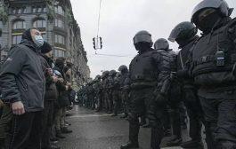أبعاد استخدام المراهقين في احتجاجات غير قانونية في روسيا
