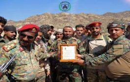 قوات الدعم والإسناد تكرم قائد الحزام الأمني في الضالع