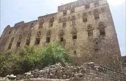 في أغرب عملية نهب .. عائلة حوثية تفاجئ اليمنيين بهذا الأمر الخطير
