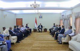 رئيس الوزراء يلتقي لجنة الشؤون المالية وعدد من أعضاء مجلس النواب