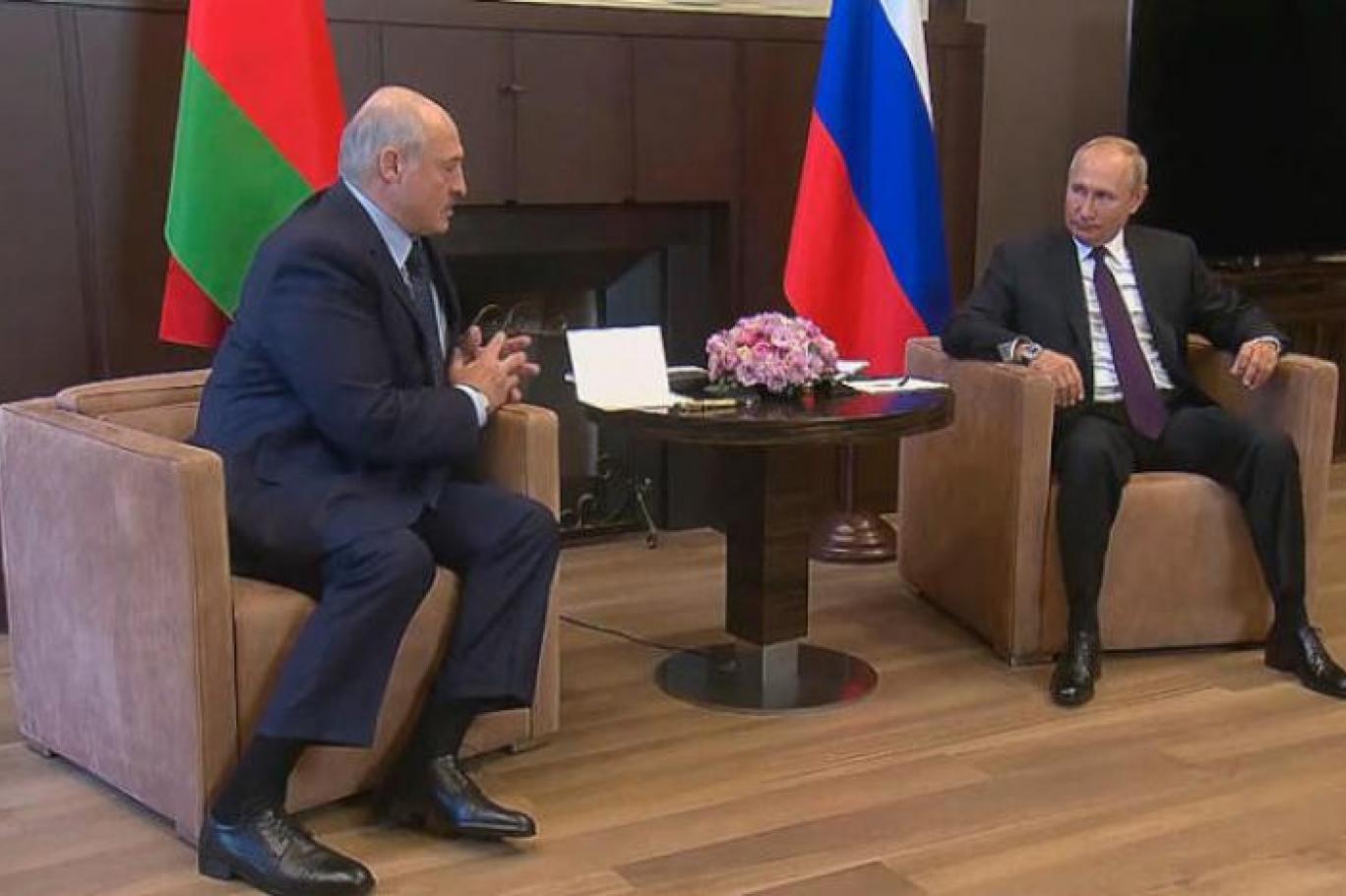 هل يستنجد بوتين ولوكاشينكو بقارب